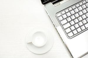laptop en koffie foto