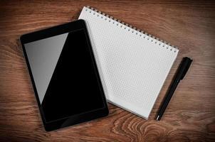 tablet pc op de office-tafel foto