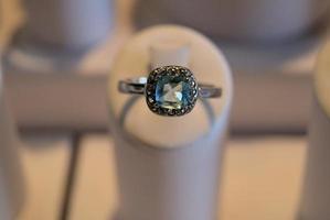 lichtblauwe roestvrijstalen ring foto