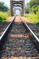 metalen spoorwegbrug foto