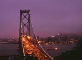 Bay Bridge bij nacht foto