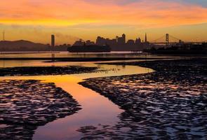 2. \ tcargo schip vaart door de baai van San Francisco foto