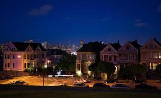 San Francisco nachtzicht foto's vormen Alamo Square foto