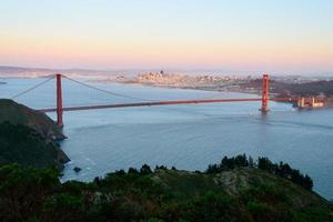golden gate bridge en de stad van San Francisco foto