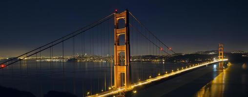 licht paden op de golden gate bridge van San Francisco foto