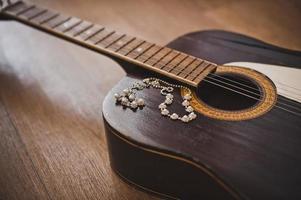 gitaar en ornamenten. foto