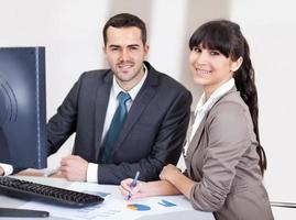 mensen uit het bedrijfsleven op kantoor tijdens de vergadering foto