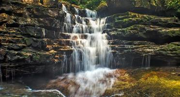 watervallen van Kuala Sentul, Maran, Maleisië foto