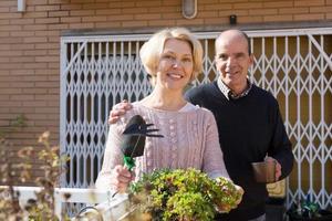 oudere echtgenoten in patio