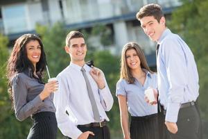 mensen uit het bedrijfsleven bij koffiepauze foto