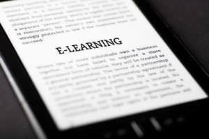 e-learning boek op tablet touchpad, ebook concept