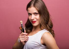 mooie vrouw met cosmetische borstel foto