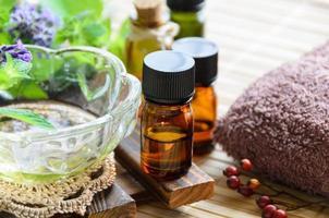 aromatherapie behandeling met kruiden foto
