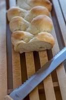 zelfgemaakte vlecht broodbakkerij foto