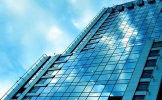 blauwe glazen wand van luxehotel foto