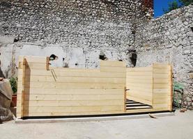 houten hut in aanbouw