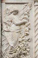 Italië, reliëf van engel, marmer foto