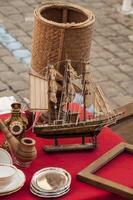 antieke speelgoed zeilboot foto