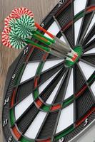 dartbord met darts foto