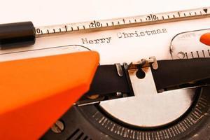 vrolijk kerstfeest op typemachine foto