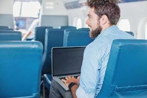 man zaken doen in het vliegtuig foto