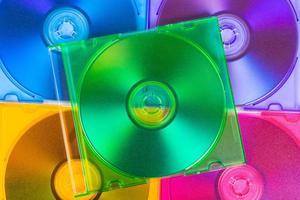 computerschijven in dozen met meerdere kleuren foto
