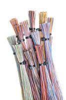 kleuren computerkabel met kabelbinders foto