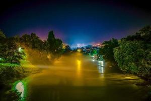 mistige nacht foto