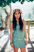 portret van een meisje buitenshuis foto