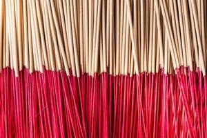 joss sticks gebruiken om het beeld van heilig te respecteren foto