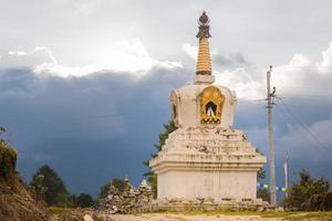 stoepa bouwen van heilige religieuze boeddhistische Tibetaanse historische ruïnes, nepal. foto