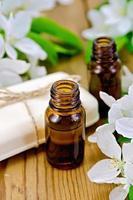 olie aromatische en witte zeep met bloemen van appel foto