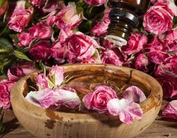etherische olie van rozen foto