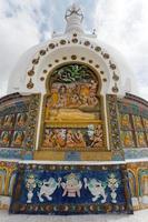 detail van hoge shanti stupa in de buurt van leh