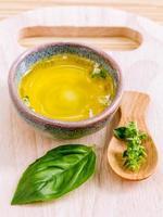 spa etherische olie - natuurlijke spa's ingrediënten voor aromatherapie foto