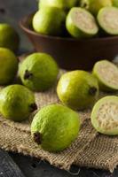 verse biologische groene guave