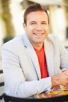 portret van lachende jonge blanke man foto
