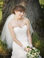 emotioneel portret van Kaukasische gelukkige bruid