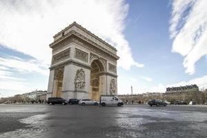 de boog de triomphe in parijs frankrijk foto