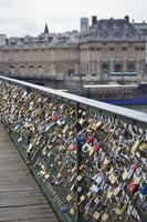 sloten van liefde op Pont de Arts Bridge, Parijs foto