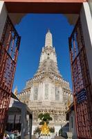 tempel van de dageraad (wat arun), bangkok, thailand foto