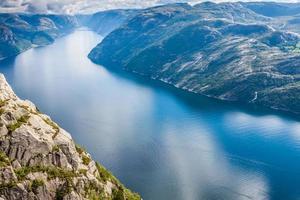 preikestolen, preekstoelrots in Lysefjorden (Noorwegen). een bekende t foto