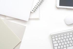 moderne kantoorwerkruimte - professionele desktop van bovenaf foto