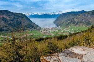 schilderachtige landschappen van de Noorse fjorden. foto
