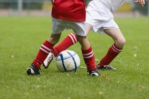 duel van voetballers foto