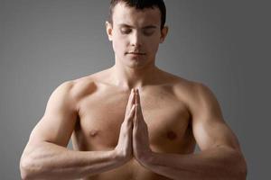 man mediteren