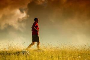 silhouet van een jogger foto