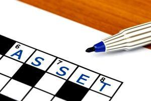 aanwinst bij het oplossen van kruiswoordraadsel, close-up foto