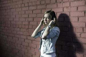 meisje met koptelefoon foto