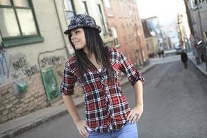 vrouw lopen hoed foto